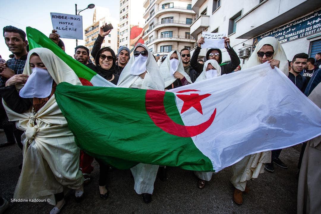 Algierki protestują przeciwko kolejnej kadencji Boutefliki. Ulice Oranu